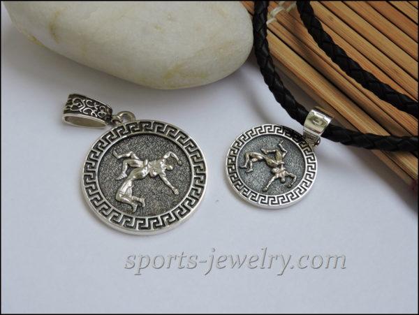 Gift wrestler chain