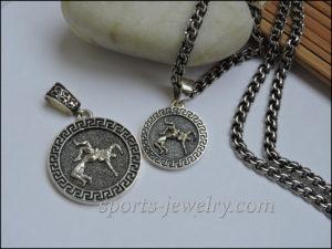 Gift wrestler wrestling necklace