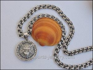 Silver chain Wolf pendant