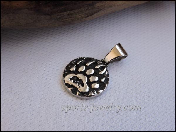 Small bear paw pendant